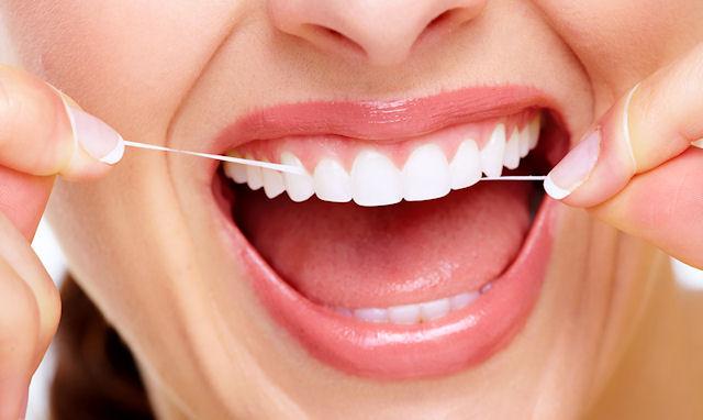 Чистка зубів флосом (зубною ниткою)