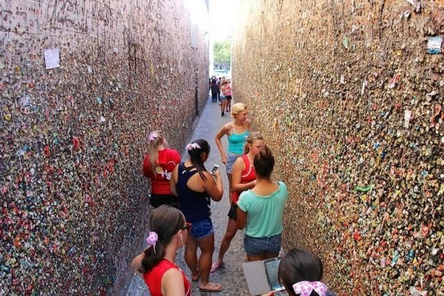 Знаменита стіна з жуйок у Каліфорнії