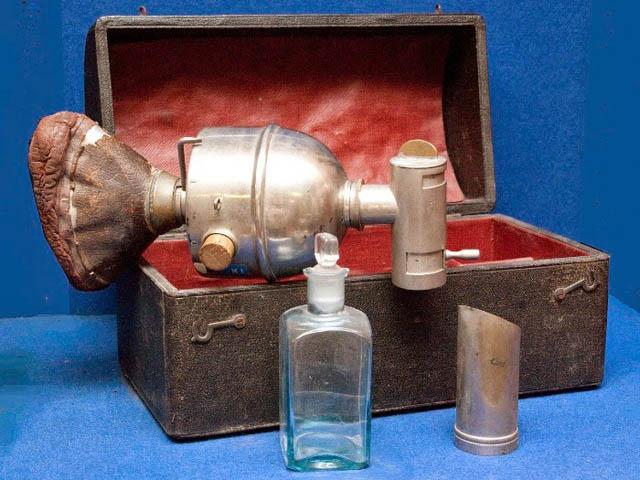 Знеболюючий апарат Джозефа Кловера, що регулює кількість вдихуваного ефіру
