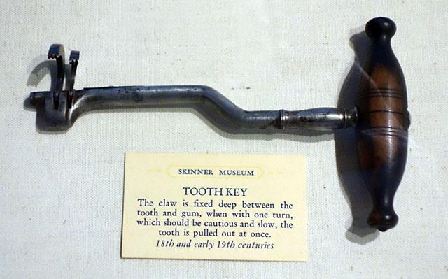 Стоматологічний ключ для видалення зубів
