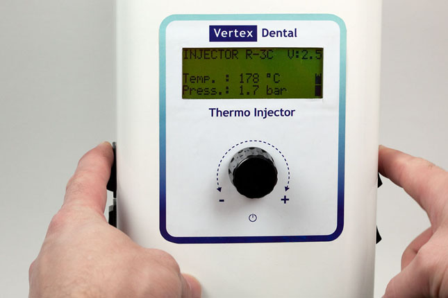 Програмування термопресу для інжекції до вибраного термопластичного матеріалу