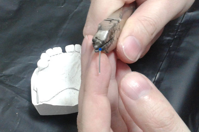 8 Сформований вигін (другий за рахунком після плеча кламера) для зручності пояснення позначається синім кольором